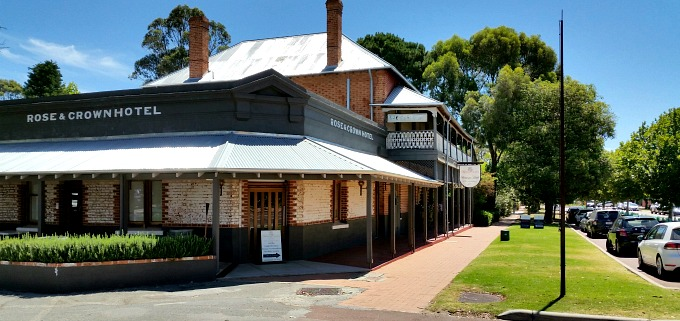 Rose and Crown Hotel and Nightcruiser Party Bus Tours Perth