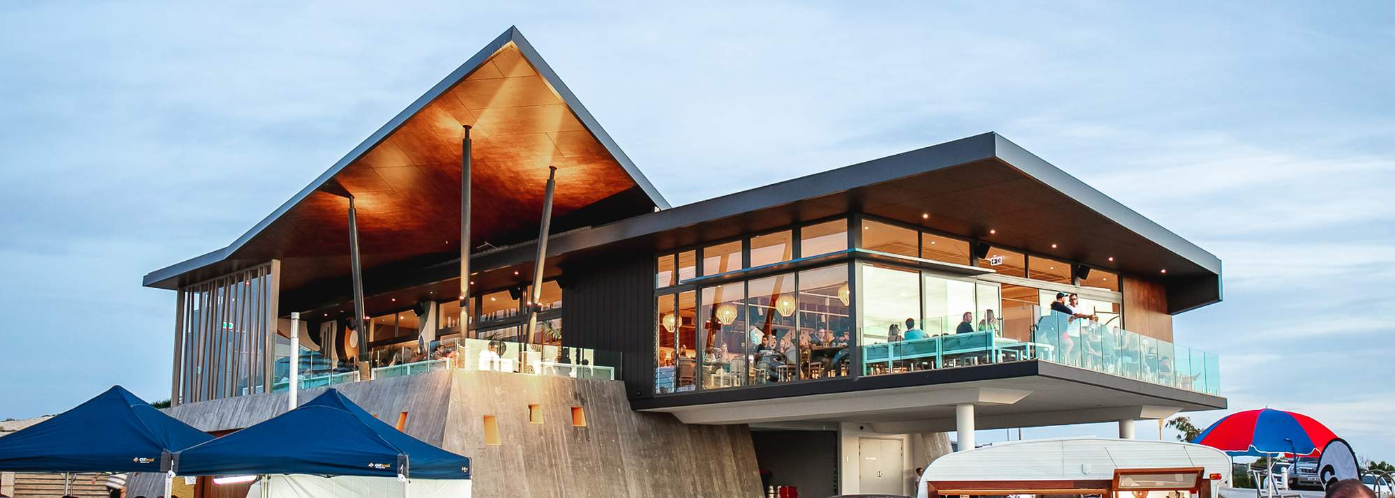 This image has an empty alt attribute; its file name is beach-house-jindalee01-min.jpeg