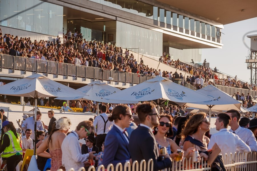 This image has an empty alt attribute; its file name is doomben-races-brisbane-01-min.jpg