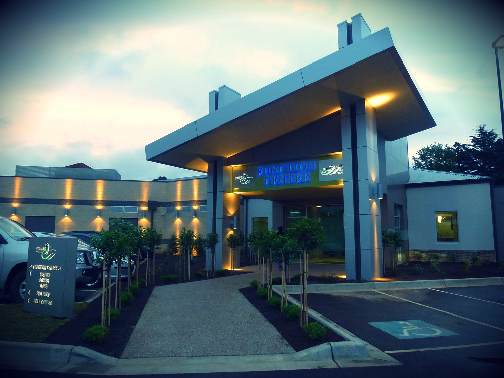 This image has an empty alt attribute; its file name is warragul-country-club01.jpg